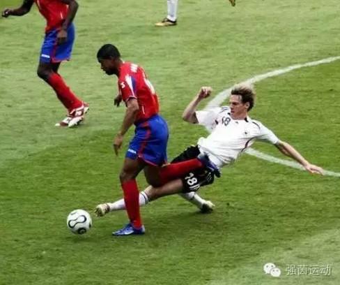 足球防守战术:1v1防守教学