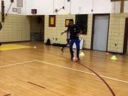 篮球场遭偶像科尔穿裆戏耍,小男孩该高兴还是该难过呢