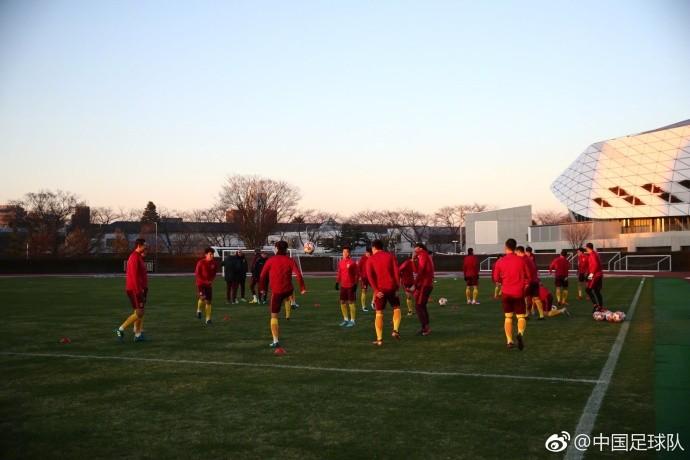 图集:东亚杯国足备战日本,众将表情轻松训练积极