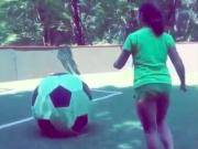 笑死!这脚点球踢下去,估计小朋友这辈子都要远离足球了