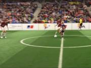 欧洲俱乐部U15比赛,曼联小将边路生吃对手小角度破门!
