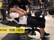 12岁小伙子两年练出六块腹肌,梦想是扛个健美冠军的奖杯回家