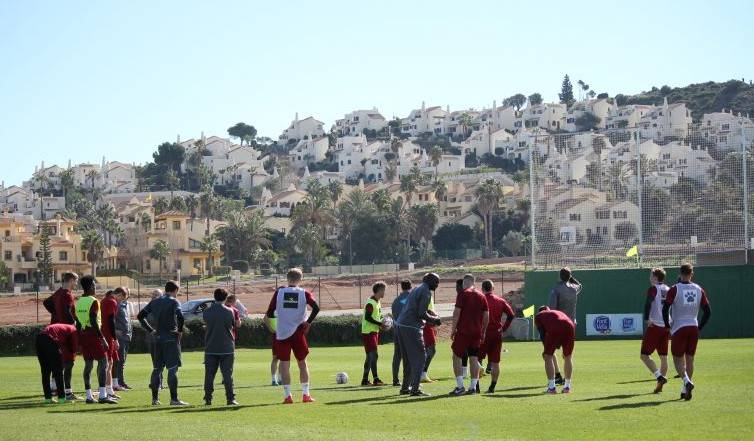 热身丹麦球队与贵州踢友谊赛