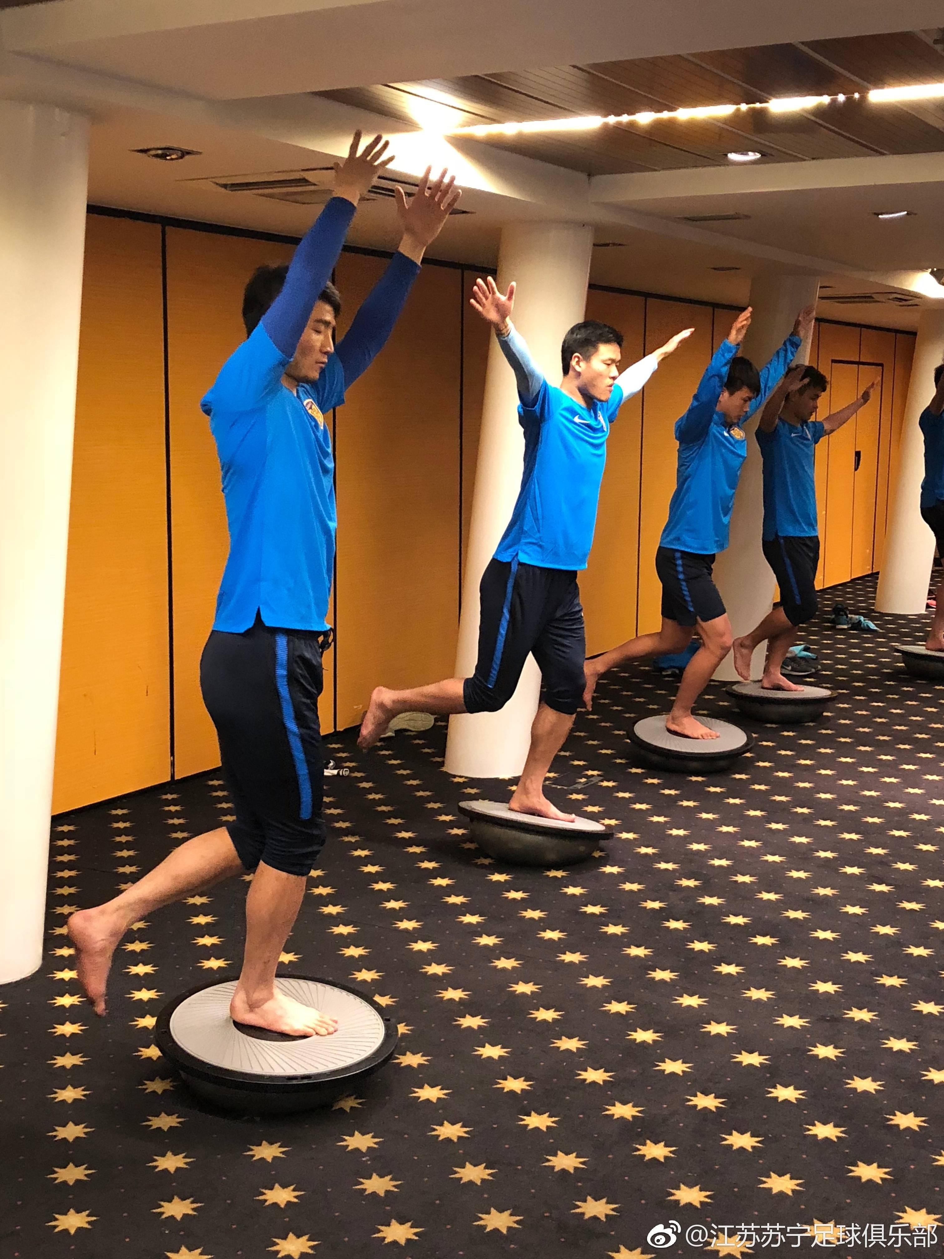 图集:苏宁冬训一日两练,球队总监马萨拉现身训练场