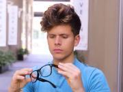 捡了个神奇的眼镜,看看老外们五花八门的种族歧视梗