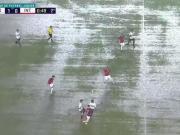 滂沱大雨里,泥泞场地里,大家的传球线路怎么变得那么清晰