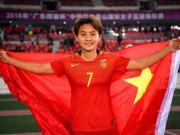图集:王霜与队友谢场收获生日祝福,中国女足捧起冠军奖杯