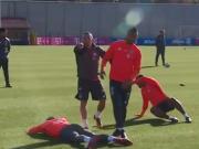 拜仁边卫训练中直接对话,这次拉菲尼亚轻松戏耍了阿拉巴