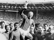 摩尔逝世25周年,英足坛悼念