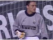 16年前的今天,圣托尔多被罚下,队友临危受命奉献神扑