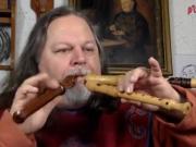 德国大叔竟同时吹三支笛子,你别说这声音还真挺好听