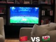 足球之夜,拉维奇家中观看国足对阵威尔士