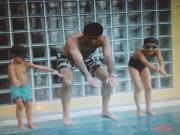 老照片:穆里尼奥教儿女跳水