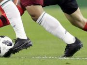卡洛斯-贝拉友谊赛上脚测试版阿迪达斯X18.1足球鞋