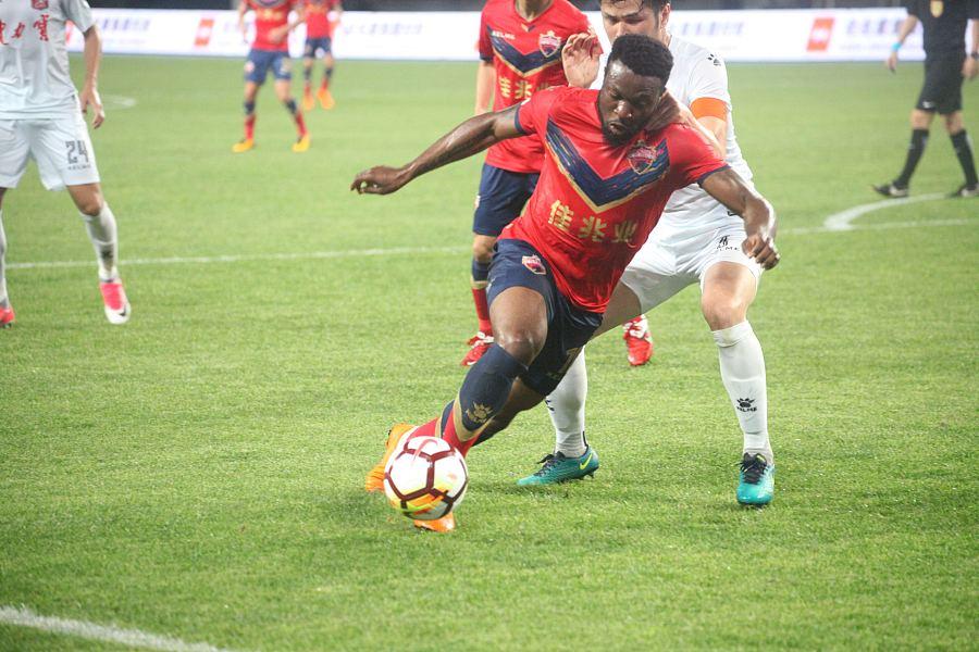 耶合亚:深足0-0新疆三轮不败普雷西亚多中柱费煜
