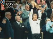 1974年联邦德国队长贝肯鲍尔高举大力神杯,还知道哪些故事?