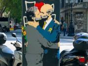 不只有梅罗,巴塞罗那街头出现瓜穆拥吻画像