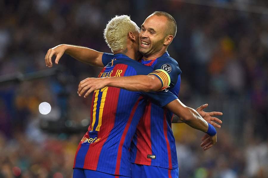 内马尔致敬小白:我爱你的足球