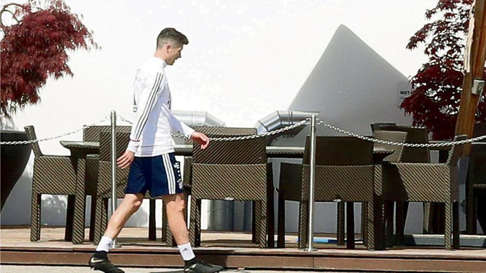 图片:莱万训练没精神引发队友不满,海帅考虑