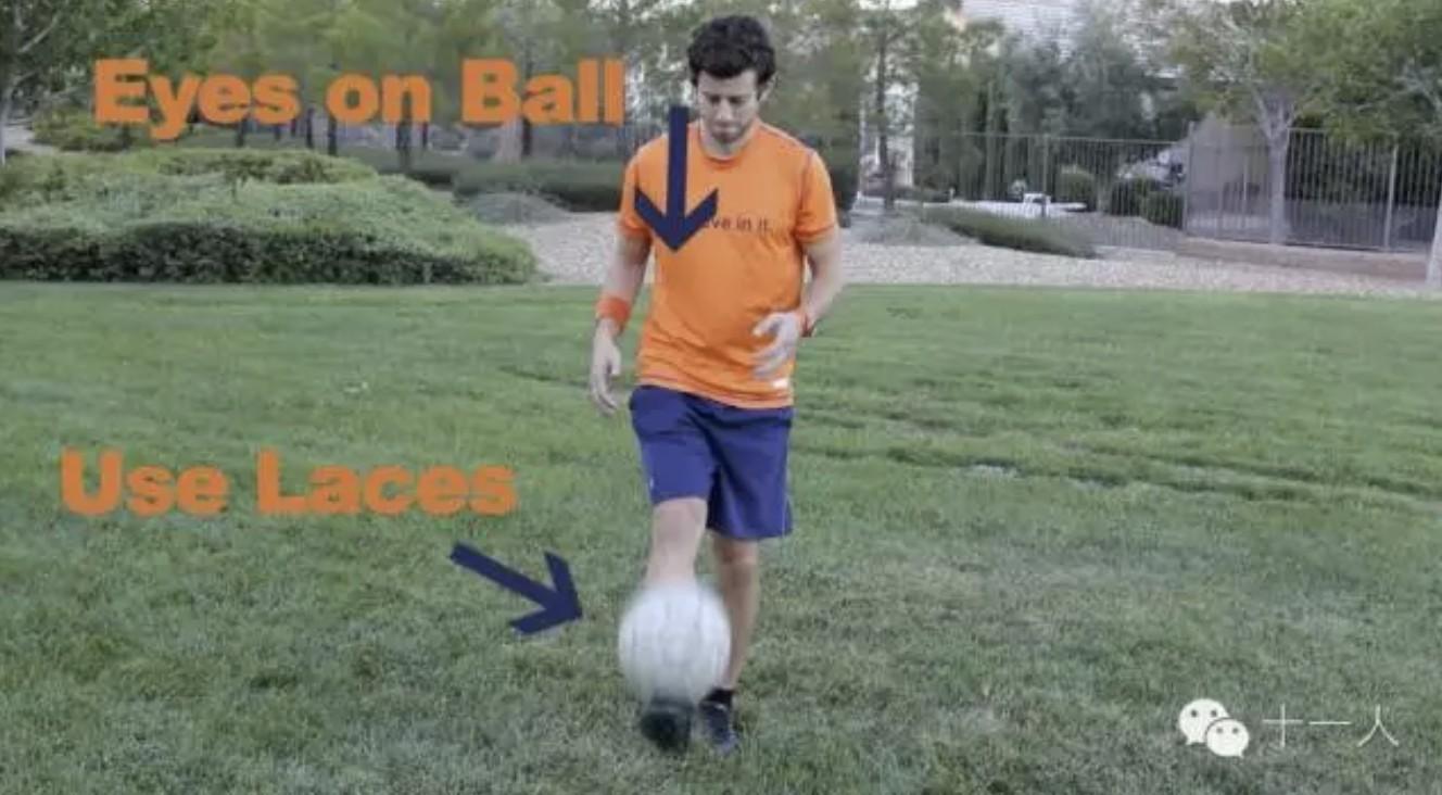 足球基础:初学者基础颠球都应该注意哪些技巧