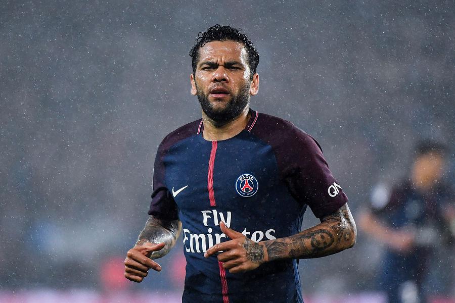法媒:阿尔维斯希望留在巴黎