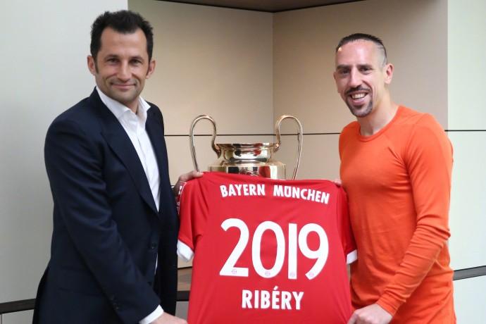 官方:拜仁与里贝里续约一年