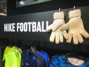 耐克世界杯配色门将手套在日本率先上市