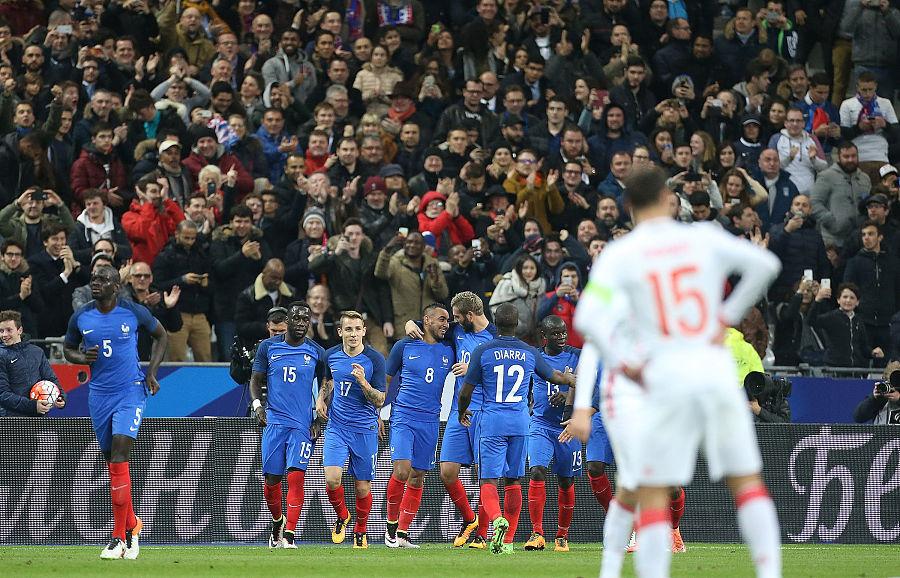 球迷侮辱法国球员,俄足协被罚