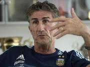 巴乌萨:三十多岁的老将无法在1个月踢7场比赛