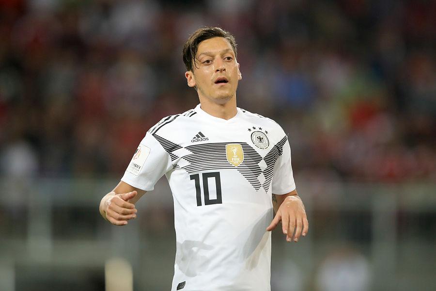 图片报:厄齐尔近四天没有正常训练,可能影响世界杯