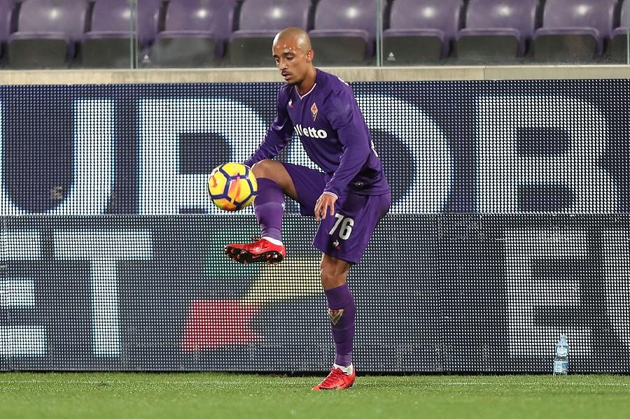 官方:葡萄牙体育签紫百合后卫