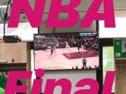 铁粉,索9国安休息室内观战NBA