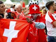 傻了,瑞士球迷去俄罗斯看球,发现酒店订在1300公里外了