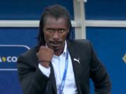 这是一个自带喜感的塞内加尔主帅,行走的表情包了解一下