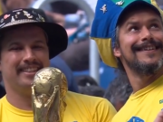 这就是足球!巴西老爷爷去世后,儿子携大力神杯替他支持巴西