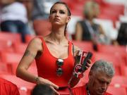 图集:维特塞尔妻子现场观战比利时,完美身材闪耀看台