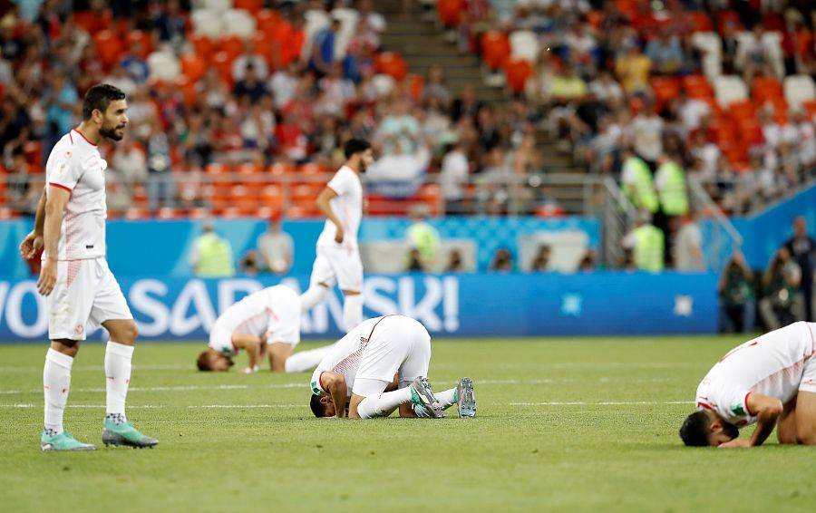 365足球直播:突尼斯队在世界杯上首胜对手。