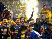 图集:洛里捧起大力神杯,法兰西三色旗飘扬在卢日尼基