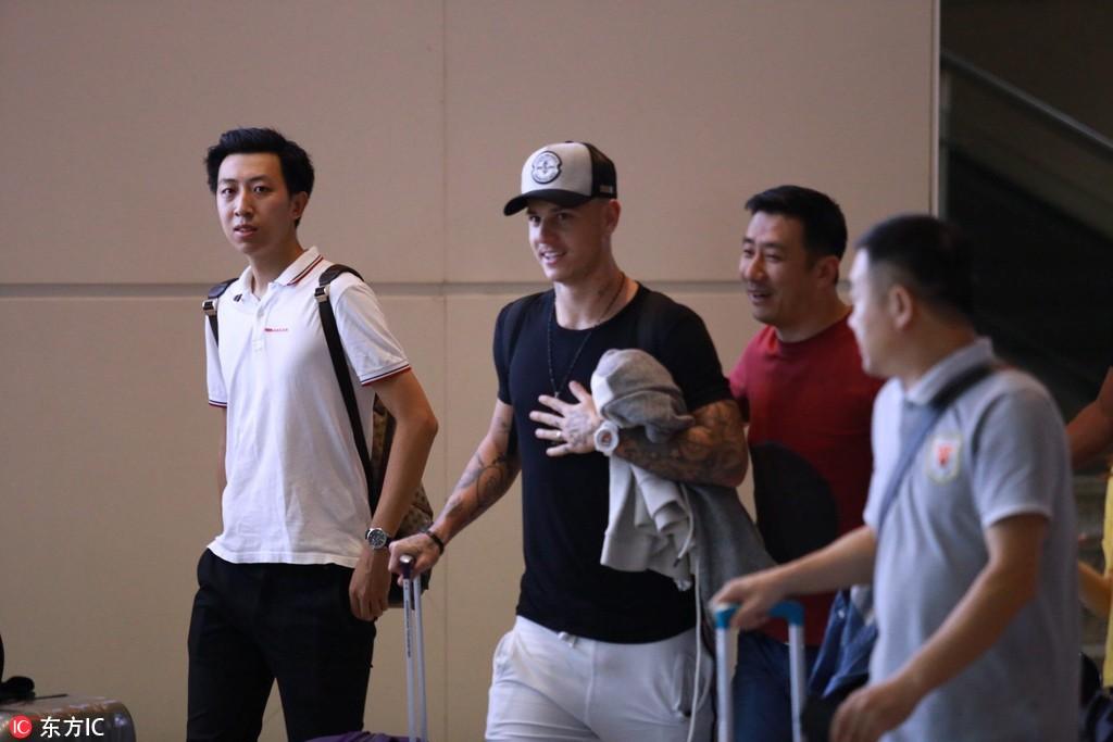 图集:格德斯抵达济南,大批鲁能球迷迎接等候