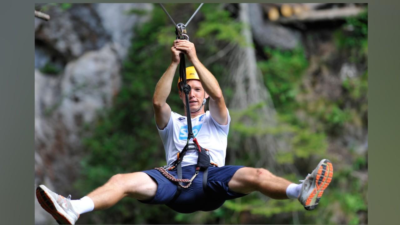 花样多,霍村训练中玩高空吊索