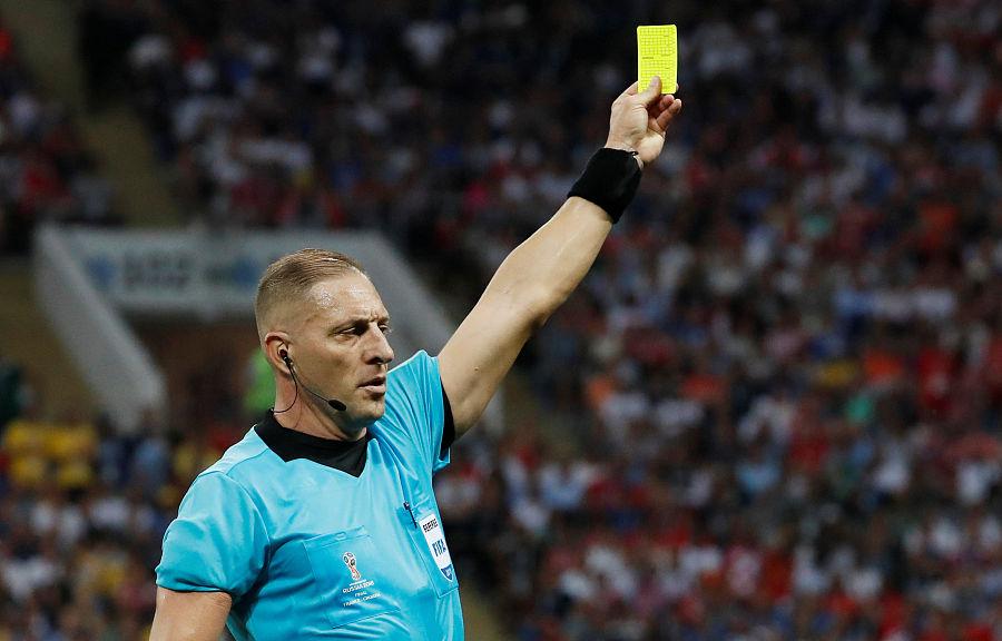 提高行为规范,英冠、联赛杯试行教练人员红黄