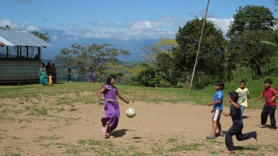 道德感十足的哥斯达黎加人,他们正在用足球帮