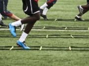 足球两分钟:为什么绳梯训练无法提高你的速度?