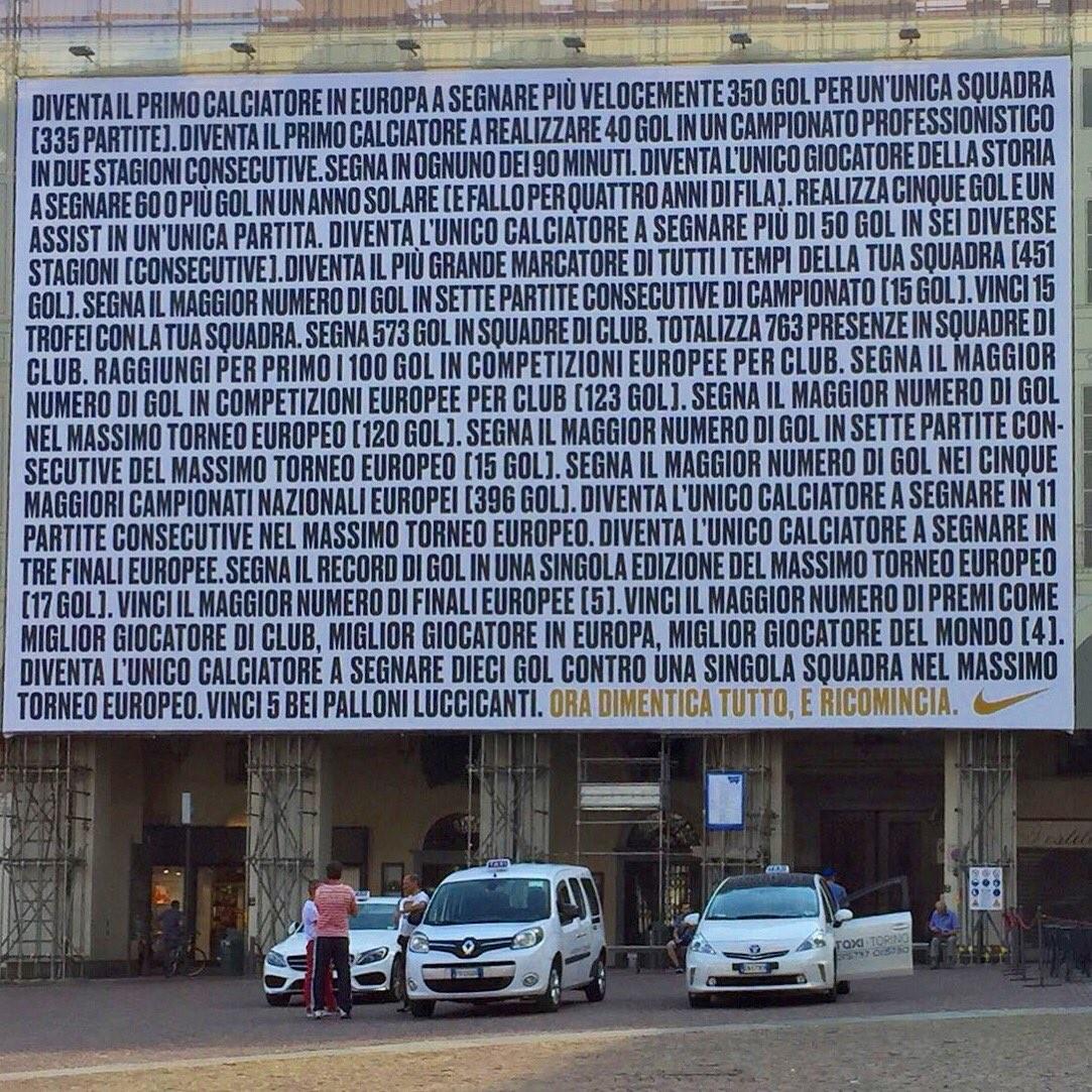 耐克在都灵刊登巨幅广告支持C罗:现在起忘掉过