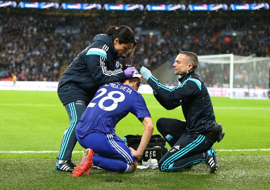科学研究显示,教练与队医沟通不畅会使球员更
