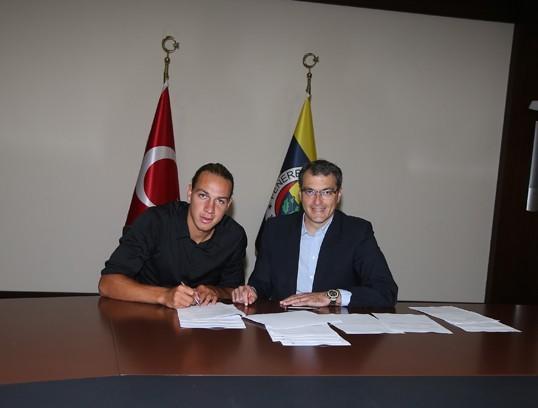 官方:费内巴切签下瑞士前锋