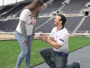 囍,热刺球迷在新球场求婚成功