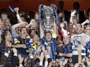 萨内蒂:捧起欧冠的瞬间,仿佛我的蓝黑岁月都凝结在了一起