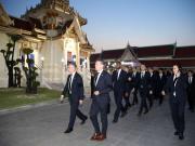 周日,莱斯特城的球员们飞往泰国