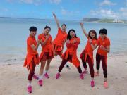 图集:比赛之余不忘拍照,女足球员关岛感受美丽海景